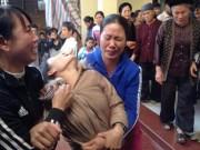 Tin tức trong ngày - Thảm án ở Thạch Thất: Khóc ngất bên thi thể 2 bố con
