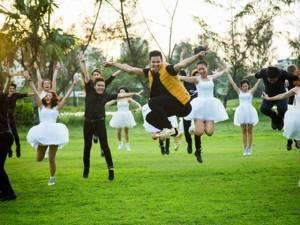 Trọng Hiếu dàn dựng màn tỏ tình bằng flashmob