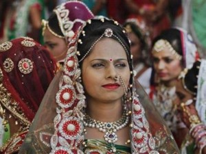 Thế giới - Tỉ phú kim cương Ấn Độ làm đám cưới cho 151 cặp uyên ương