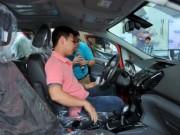 """Thị trường - Tiêu dùng - Người Việt mua ô tô tăng cao""""chóng mặt"""""""