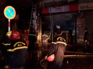 Tin tức trong ngày - HN: Cháy biệt thự cổ, hơn 20 người tháo chạy trong đêm