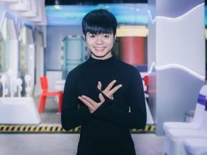 Sao ngoại-sao nội - Quang Anh The Voice Kids gây bất ngờ với vẻ cao to