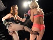 Thể thao - Nữ võ sĩ mặc bikini siêu mỏng, đấm đá tơi bời trên võ đài