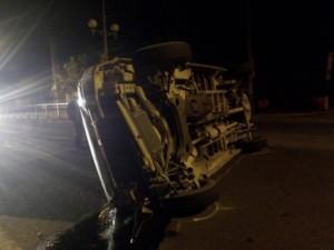 Tin tức trong ngày - Xe khách húc dải phân cách, 3 hành khách bị thương