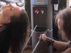 Phi thường - kỳ quặc - Video: Khiếp sợ với kiểu cắt tóc như thời Trung Cổ