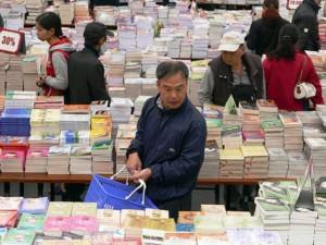 Tin tức trong ngày - 26% dân số VN không đọc sách: Tỷ lệ thực cao hơn nhiều?