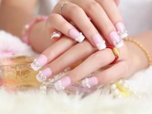Làm đẹp - 5 bí quyết tẩy sạch nấm và làm trắng móng tay