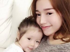 Phim - Chùm ảnh tình mẫu tử cảm động của Elly Trần và con gái
