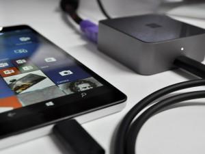 Dế sắp ra lò - Lumia 950 XL có giá 16 triệu đồng: Chiếc PC thu nhỏ