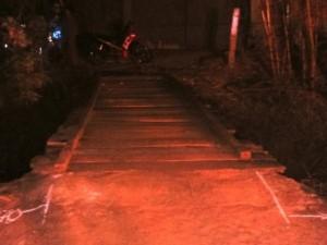 Tin tức Việt Nam - Đi xe máy qua cầu gỗ, một phụ nữ rơi xuống suối tử vong