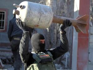 """Thế giới - Ớn lạnh kho vũ khí """"khủng"""" tự chế của IS ở Iraq"""