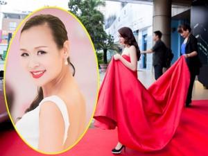 ' Sao '  làm báo: Miss Bảo Ngọc và  ' mẹ nâng váy hoa hậu '