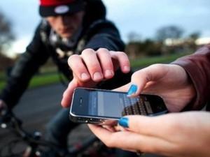 An ninh Xã hội - Hai cô gái tung cước bắt gọn kẻ cướp điện thoại