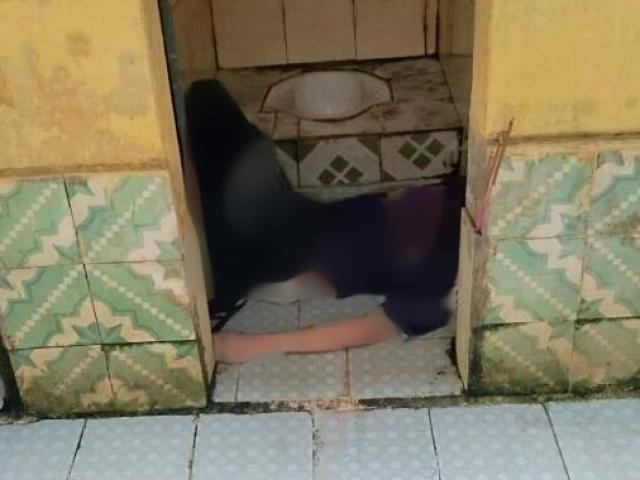 Cha kinh hoàng phát hiện con gái chết lõa thể trong nhà