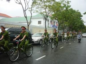 Tin Đà Nẵng - Cảnh sát Đà Nẵng tuần tra bằng xe đạp đặc chủng