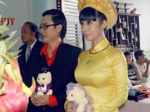 Lê Kiều Như được ông xã tặng gấu bông trong lễ đính hôn