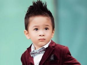 Con trai Ngô Kiến Huy ngày càng giống bố