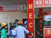 Thị trường - Tiêu dùng - Dầu thô lao dốc, giá xăng Việt Nam vẫn vậy!