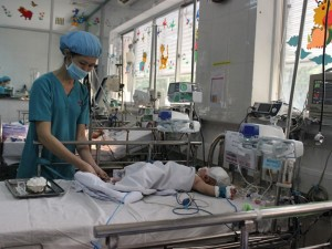 Bé trai bị đâm xuyên sọ phải mổ lần 2