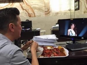 Phim - Facebook sao 17/12: Mr Đàm kêu gọi ủng hộ cho Phạm Hương