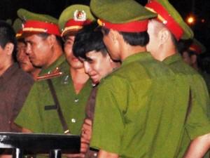 Tin tức trong ngày - Thảm án ở Bình Phước: Sát thủ đứng không vững khi nhận án tử
