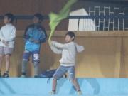 """Bóng đá - U23 VN chơi lăn xả, fan nhí """"thắp lửa"""" trên khán đài"""