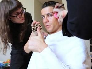 Làm đẹp - 11 mỹ nam gây tranh cãi với sở thích 'tô son trát phấn'