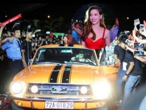 Ca nhạc - MTV - Hà Hồ chơi trội lái xế sang vào thẳng sân khấu