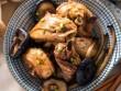 Bữa tối ấm bụng với gà om nấm và canh kim chi