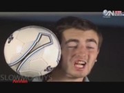 Video clip chuyện lạ - Kinh ngạc trước những pha bóng siêu khó đỡ