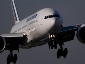 Thế giới - Máy bay Pháp chở 459 khách hạ cánh khẩn cấp vì nghi bom