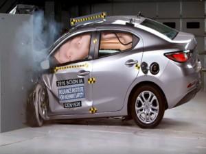 Ô tô - Xe máy - Toyota vượt mặt Honda về số lượng xe an toàn