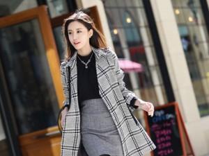 Thời trang - Áo khoác kẻ: Nét chấm phá mùa đông cho nữ công sở