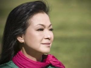 Khánh Ly về Việt Nam để 'cúi xuống thật gần'