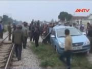"""Video An ninh - Tai nạn """"kép"""" trên đường sắt Vinh, 3 người thương vong"""