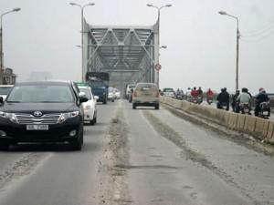 Tin tức trong ngày - HN: Thiếu nữ bỏ lại xe máy, nhảy cầu Chương Dương tự tử