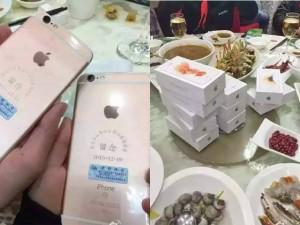 Bạn trẻ - Cuộc sống - Bạn học tặng mỗi người một iPhone 6s dịp họp lớp