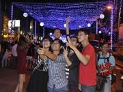 """Tin tức trong ngày - Noel Sài Gòn: Đi chơi, chụp ảnh """"tự sướng"""" ở đâu?"""