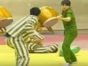 """Thể thao - Người đẹp cảnh sát 1 mình hạ 3 """"kẻ nổi loạn"""""""
