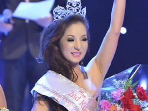 Đời sống Showbiz - Clip Thúy Nga chế màn trao nhầm vương miện HHHV 2015