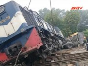 Video An ninh - Cận cảnh vụ lật tàu hỏa chở khách thảm khốc ở Hà Nội