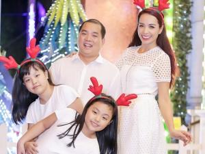 Gia đình Thúy Hạnh đón Giáng sinh ở 'xứ nóng'
