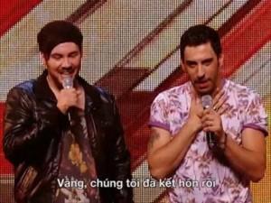 Giải trí - Video: Cặp đôi đồng tính gây sốt X-Factor Anh