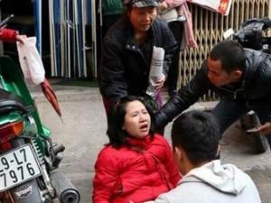 Tin tức trong ngày - Hà Nội: Ngất xỉu, hỗn loạn ở phòng tiêm vắc xin