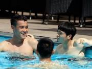 Bóng đá - Công Phượng & đồng đội khoe cơ bắp ở bể bơi
