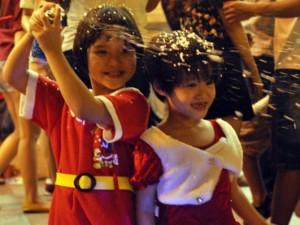 Không khí Giáng sinh an lành tràn ngập phố phường