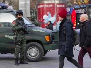 """Dân Tây ở Bắc Kinh phải """"ẩn thân"""" trong nhà dịp Noel"""