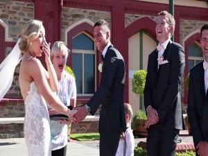 Bạn trẻ - Cuộc sống - Khoảnh khắc khó đỡ của phù rể tý hon phá bĩnh đám cưới