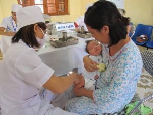 """Tin tức trong ngày - """"Cơn sốt"""" vắc-xin: """"Người dân hiểu sai về Quinvaxem"""""""