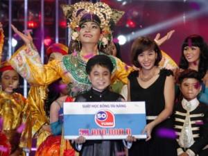 Con nuôi Hoài Linh đăng quang Gương mặt thân quen nhí 2015